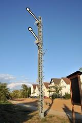Signal (Joachim S. Müller) Tags: railroad sign germany deutschland hessen eisenbahn railway bahn signal griesheim semaphoresignal hauptsignal riedbahn nikonafs1755mmf28dx railwaysemaphoresignal