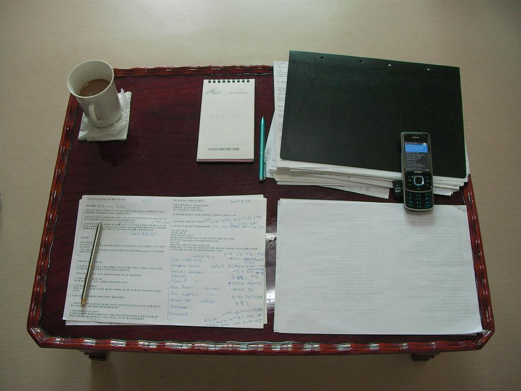 두번째로 사용하고 있는 책상 - my second desk