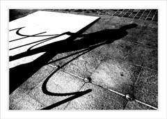 Le gardien (bulleor) Tags: street light shadow blackandwhite bw noiretblanc pavement lumire nb ombre toulouse kenzo placeducapitole powerofflowers