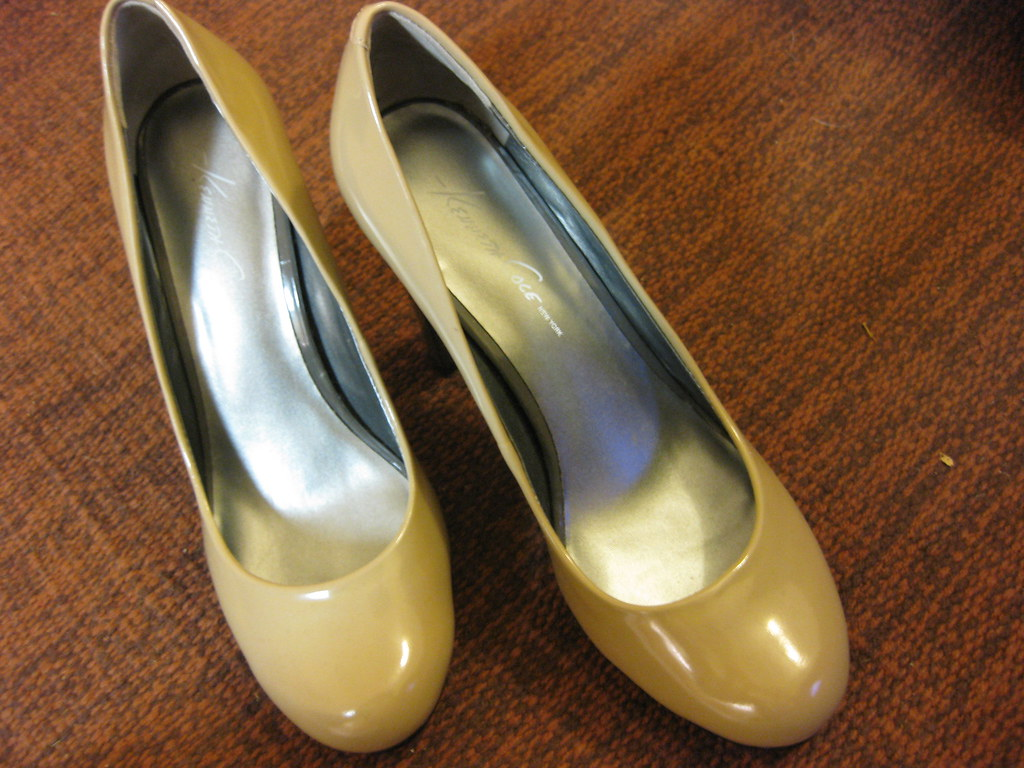 "SALE - Kenneth Cole ""High Fever"" Beige Pumps"