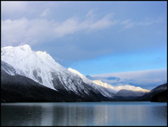 Chilkoot lake (Northwest haidaan) Tags: morning snow mountains alaska sunrise haines 2009 chilkootlake