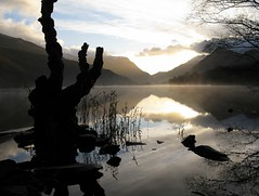(*)SunriSe in SnOwdOnia(*) (QuakaJaQ) Tags: light sun mist snow mountains tree water wales sunrise canon powershot grasses snowdonia distillery 2009 llynpadarn blueribbonwinner g9 abigfave magicalbeauty gettyimagescallforartists smilingriverrat canonimagination