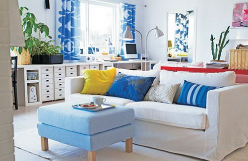Blue and White Living Room Design with Pretty Theme Walls