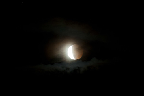 eclisse con nubi