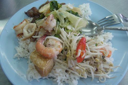 Thai Food @Phuket street 泰國普吉路邊自助餐