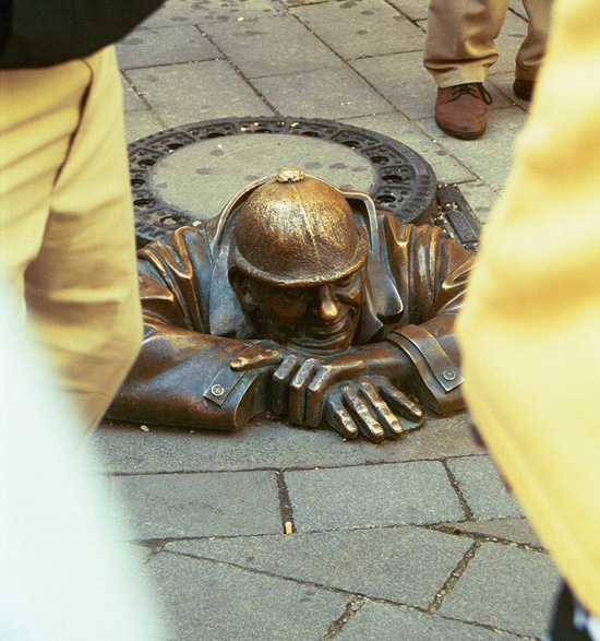 manhole manument