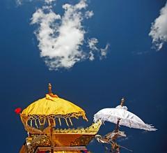 * bali * (peo pea) Tags: sky bali clouds nuvole cielo cerimonia ombrelli cremazione