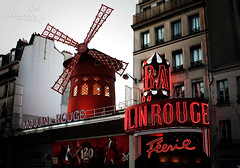 voulez-vous coucher avec moi? (*northern star) Tags: red paris france rot windmill canon rouge rojo dusk explore moulinrouge scrap rosso francia 2009 redlightdistrict 1889 scorcio parigi pigalle crepuscolo northernstar boulevarddeclichy explored donotsteal ferie eos450d allrightsreserved voulezvouscoucheravecmoi quartierealucirosse northernstarandthewhiterabbit northernstar 1855is tititu digitalrebelxsi usewithoutpermissionisillegal northernstarphotography ifyouwannatakeitforpersonalusesnotcommercialusesjustask exmoulindelagalette