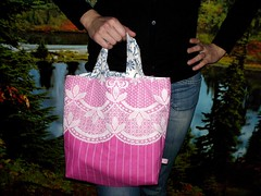 Betty-Sue Pink 'n Lace bag (Aisha Reehuis) Tags: girls colors bag colours tas bolsa selfmade enschede 2009 crafting aisha kleuren bettysue reehuis