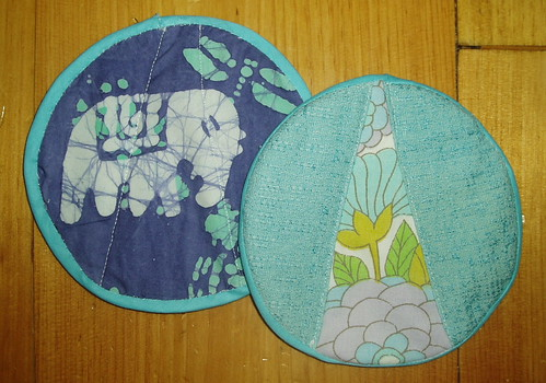 front and back view of potholder pair