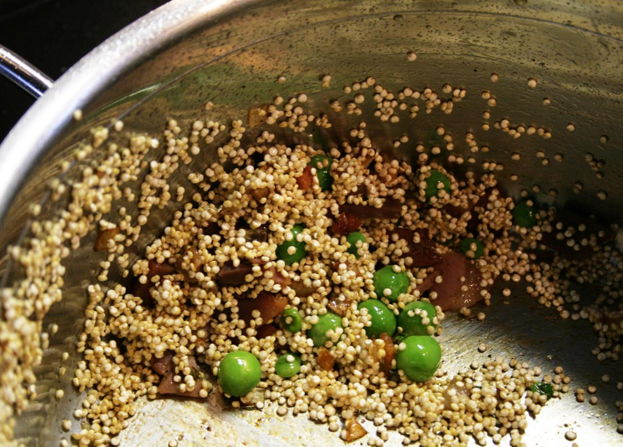 Quinoa ramekins w green peas and prosciutto