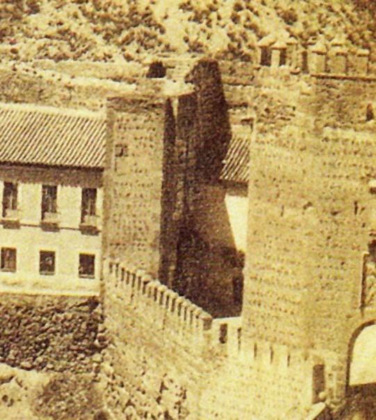 Puerta de San Ildefonso de Toledo (tras el puente), demolida en 1871