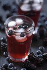 Forest Berry Ice Tea (3/3) (Thorsten (TK)) Tags: red food black cold fruit cool berries dof tea drink bokeh beverage fresh iced kalt refreshing tee beverages fruity blackberries blueberries icetea refreshment getrnk icecold foodphotography eistee waldbeeren fluide foodstyling thorstenkraska