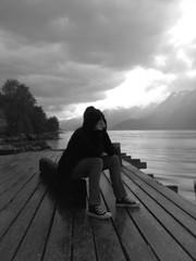 Pensativa. (Yavanna Warman {off}) Tags: blackandwhite bw blancoynegro desenfoque noruega pensativa eidfjord