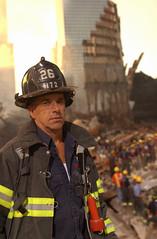 [フリー画像] [ニュース系] [9.11 アメリカ同時多発テロ] [ワールドトレードセンター] [消防士] [アメリカ風景] [アメリカ人]     [フリー素材]