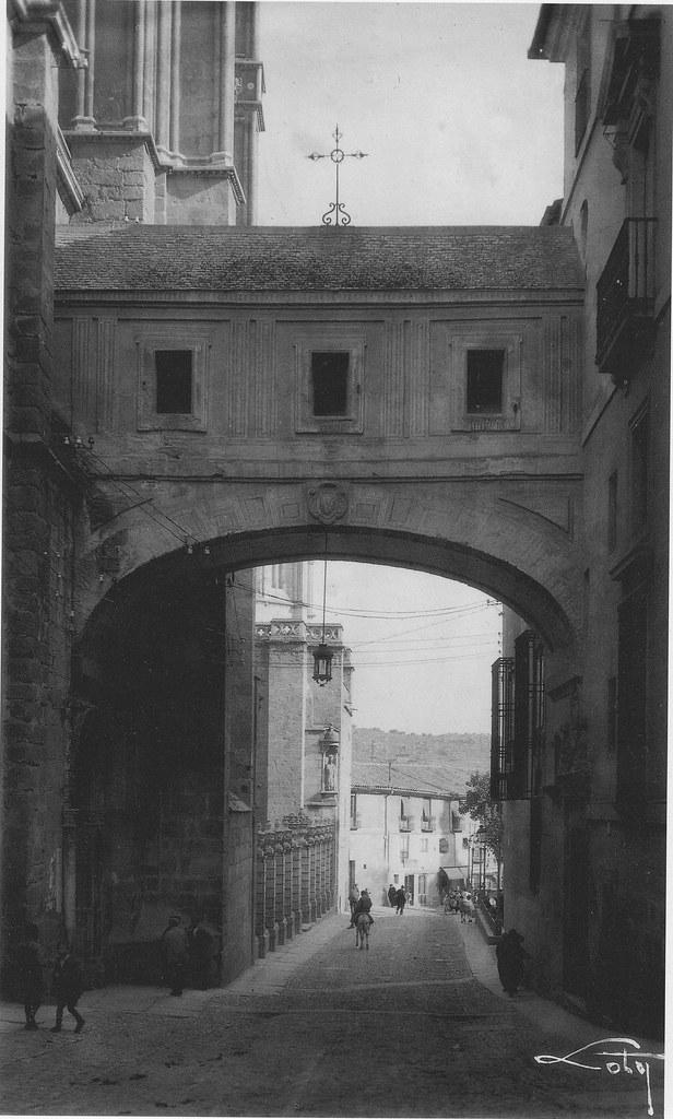 Arco de Palacio, Toledo. Foto de Loty a principios del siglo XX.
