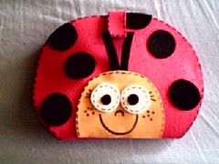 Joaninha_frente (Mónica [Artes MR]) Tags: artesanato feltro bolsa molde joaninha costura