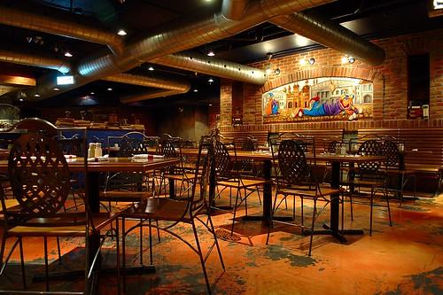 Photo by Ian Muttoo:  near closing at Eggspectation Resto-Cafe-Bar, Eaton Centre, Toronto.