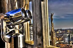 una finestra su MILANO (jojofotografia) Tags: sky italy milan interesting nikon flickr italia view milano tetti explore finestra binoculars cielo vista alto statua 18200 italie jumelles vr riflesso acciaio d90 lenti binocolo 18200vr nikond90 paytoview