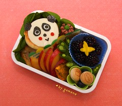 panda pizza bento (gamene) Tags: panda plum pizza bento spinach blackberries blueberries snowpeas yellowbeet