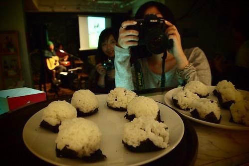 今天的主角,紫蘇梅飯糰。愛吃飯樂團在台中呼嚕咖啡的「飯糰趴」