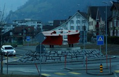 Rotonde met kunstwerk. (limburgs_heksje) Tags: zwitserland schweiz swiss berner oberland alpen vierwoudstrekenmeer vierwaltstättersee lac lucerne