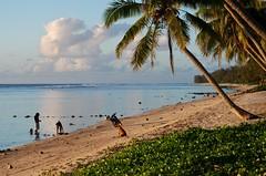 A Family on the Beach (Daniele Sartori) Tags: ocean travel family beach island polynesia nikon pacific famiglia cook cookislands rarotonga viaggio spiaggia pacifico oceano polinesia oceania isole d80 rarotongan isolecook
