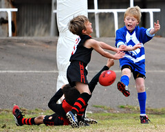 Shot On Goal_04 (gimbertt) Tags: nikon australia rules nsw aussie footy aussierules afl brokenhill australianrules d90 gimbert gimbertt timgimbert sigma120400mmf4556dgoshsm
