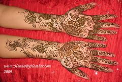 love_mehndi_style_lola_hand