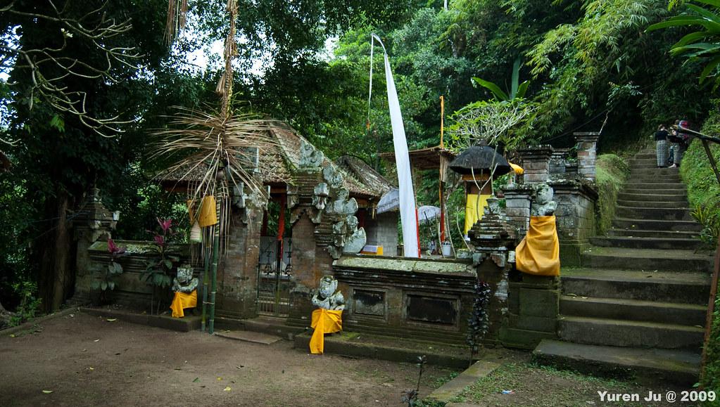 隱藏在象洞附近的小廟