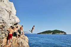 "Que vuela, que vuela! ...no ha ""volao""! (thenyuman) Tags: 20d croatia dubrovnik croacia acantilados saltos 2470 marcespinosateixid"