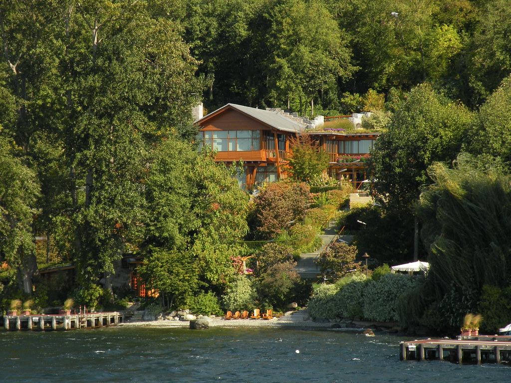 bill gates house outside viewing gallery