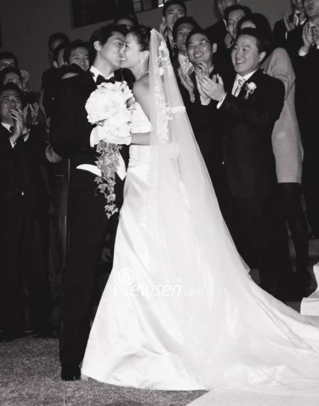 Kim Hee Sun' s Wedding Photos - beautiful girls