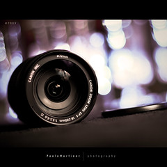 zoom (Paolo Martinez) Tags: stilllife blur 50mm frames bokeh flash squareformat gel oggetti