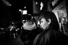 (.Maria.B.) Tags: madrid street haircut eye calle kid spain corte mullet 28mm oeil spanish mirar canon5d olho mirada enfant nio jian ver regard peinado espaol granvia espanhol espagnol madriles blackwhitephotos rabillodelojo rabillo coco2020 madrilne