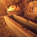 Ibiza: Detalle de hipogeo en la necrópolis fenicio-púnica de Puig des Molins