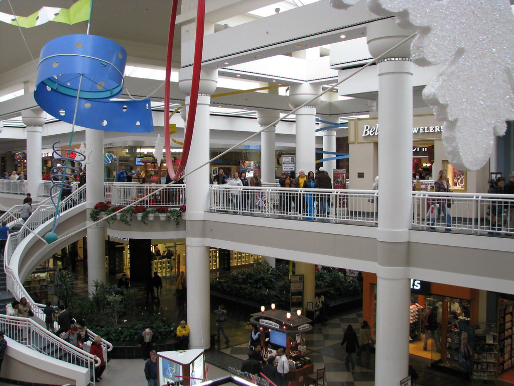 Walden Galleria's more than locations employ individuals from many different backgrounds. Check here for the latest openings, and find the job for you.
