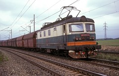 122 001  bei Most  07.05.91  CD (w. + h. brutzer) Tags: analog train nikon cd eisenbahn railway zug trains tschechien most locomotive slowakei 122 lokomotive elok zsr eisenbahnen eloks webru