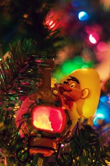 Feliz Navidad! (ted @ndes) Tags: christmas tree mouse dof gonzales bokeh sony cartoon wb ornament sombrero speedy chiminea warnerbros feliznavidad a700