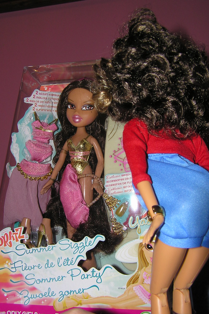 Liv Alexis looking at Bratz Summer Sizzle Yasmin