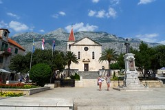 Makarska, Croatia (peter++) Tags: people mountains church monument riviera croatia hrvatska makarska biokovo hrvaka