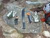 Sur la partie piste du sentier de Mela, l'aire de pique-nique avec les outils de démaquisage