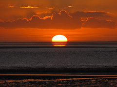 North Sea Sunset 3 (BlueRidgeKitties) Tags: winter sunset germany landscape deutschland december sonnenuntergang northsea landschaft nordsee schleswigholstein wattenmeer norddeutschland dithmarschen bsum waddensea northerngermany westkste buesum ccbyncsa nationalparkwattenmeer canonpowershotsx10is