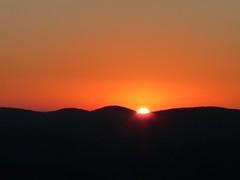 Sunk on a wavy horizon (onwatersedge) Tags: sunset bearmountain