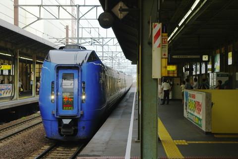 北海道函館本線「スーパーカムイ」の踏切衝突事故