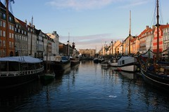 Copenhagen - A colorful winter morning at Nyhavn (Osthollnder) Tags: morning winter reflection colors copenhagen geotagged denmark boats nyhavn colorful boote explore dezember dnemark danmark kopenhagen morgen 2009 farben reflektion explored