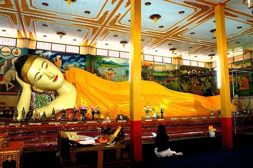 Reclining Buddha Mae Hong Son 20090123 01