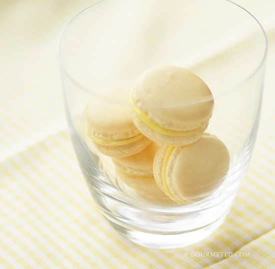 Macarons with Lemon Curd