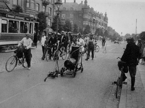 Marking Bike Lanes ca 1915