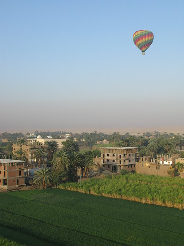 Photo de   Air balloon - Luxor, Egypt